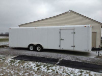 28 ft United Express Cargo Trailer
